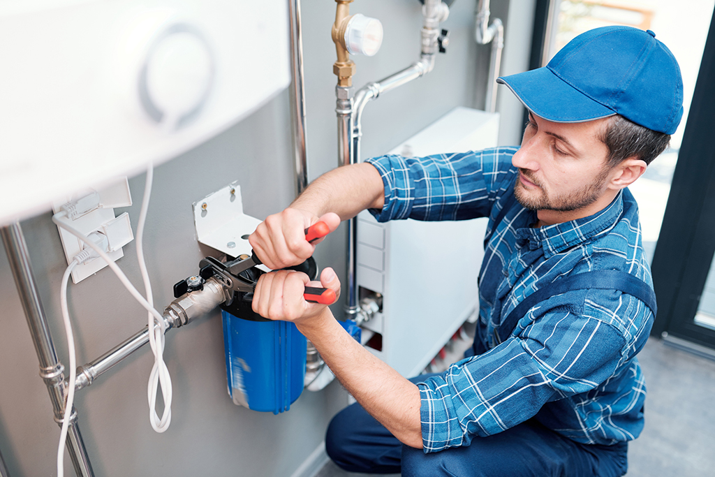 Check the Professionalism of Plumbers before Hiring One for Your Needs